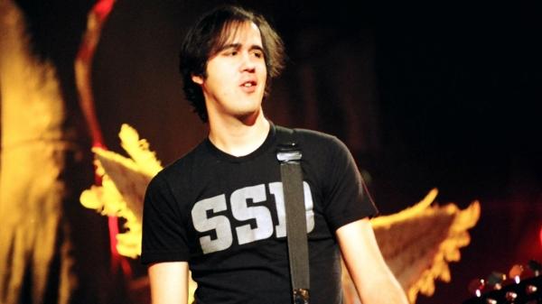 Krist Novoselic Nirvana On Stage Injurity