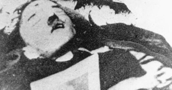 Hitler Commit Suicide in Berlin Bunker